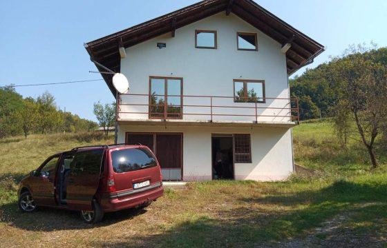 Kuća 200 m2 i placa 2800 m2 – Zeleni vir