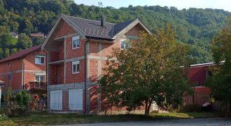 Kuća 324 m2 i placa 330 m2 – Mejdan/Obilićevo