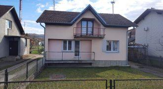 Dve kuće 200 m2 i placa 3718 m2 – Zalužani